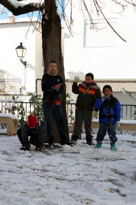 20090110013428-ninos-en-la-nieve-1.jpg