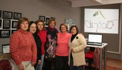 20110126193125-mujeres-almocita.jpg